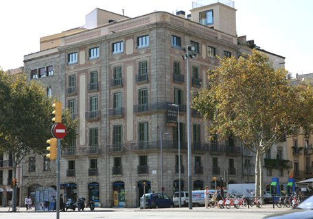 Отреставрированное здание в Барселоне, Испания,  класса люкс