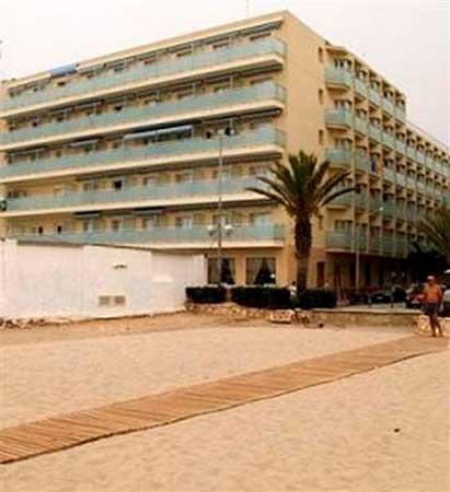 Отель  на побережье Коста Дорада в Испании